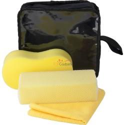 Zestaw do mycia samochodu w pokrowcu, wewnątrz: gąbka, gąbka z siateczką i ręcznik z mikrofibry