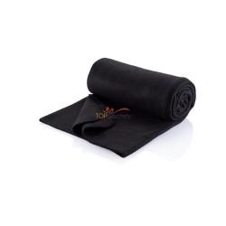 Polarowy koc w czarnym worku ze sznurkiem i rączką